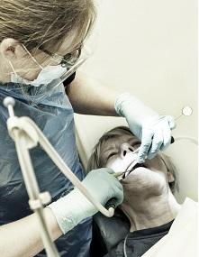 Tandlægerne Ulla Hildorf og Peter E. Hansen